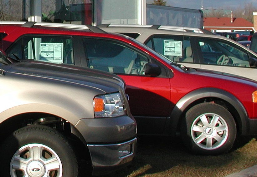 Image of vehicles with EnerGuide labels at a dealership