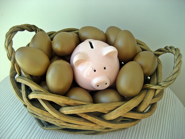 Image of a basket with eggs and a piggy bank