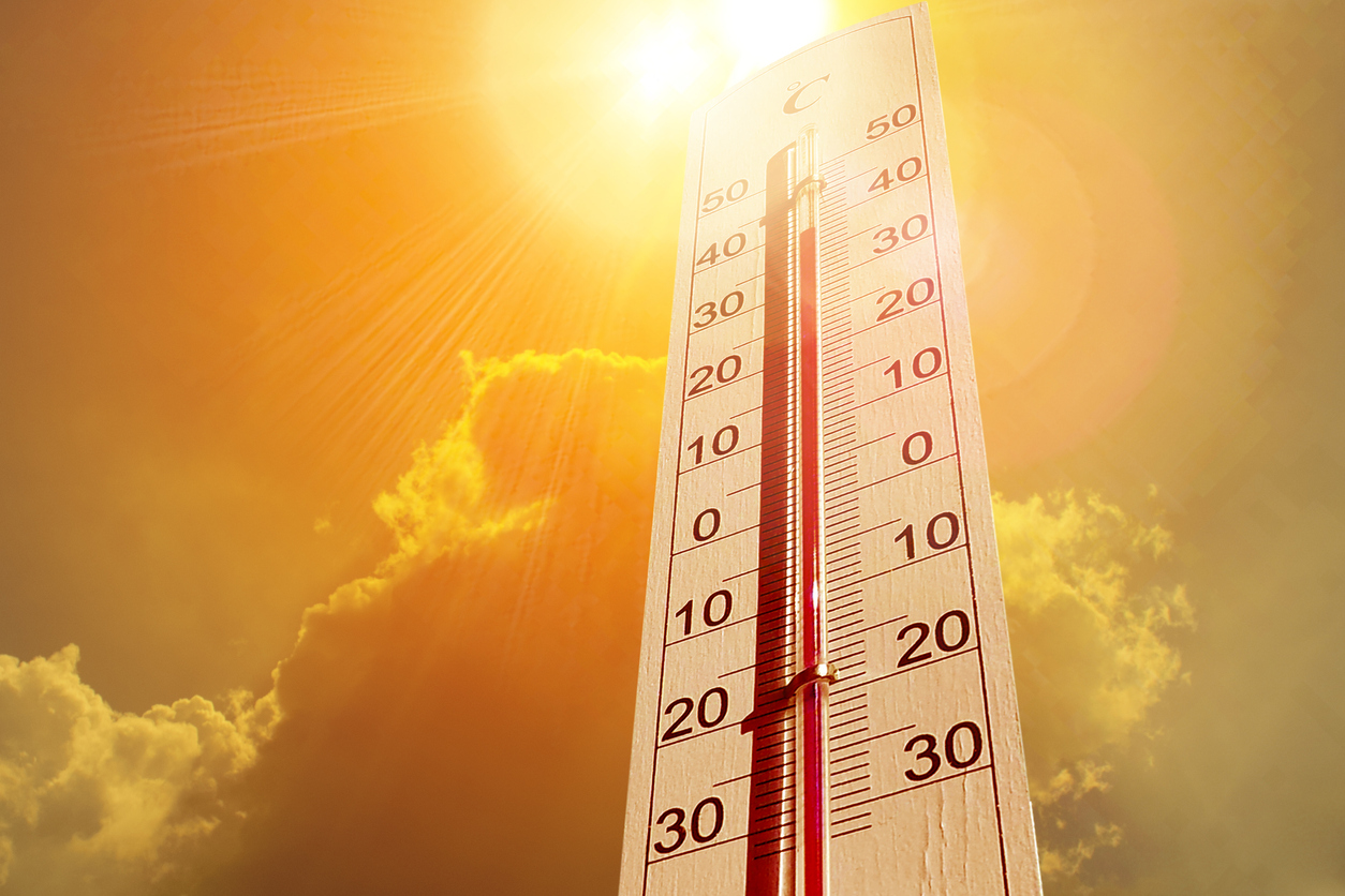 "A Thermometer indicating  ""extreme heat"" of 40 degrees Celsius. Photo credit: Sung Yoon Jo (iStock 1011128754)"
